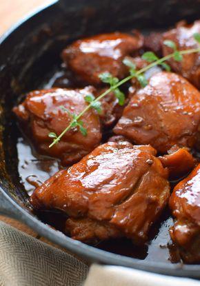 Pollo a la cerveza; dorado, jugoso, muy fácil de preparar y está listo en 30 minutos, sírvalo acompañado de arroz o puré de papas y vegetales para una comida completa y balanceada