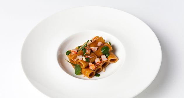 Clelia Bandini   Mezze maniche, gamberi, spinaci e pinoli tostati