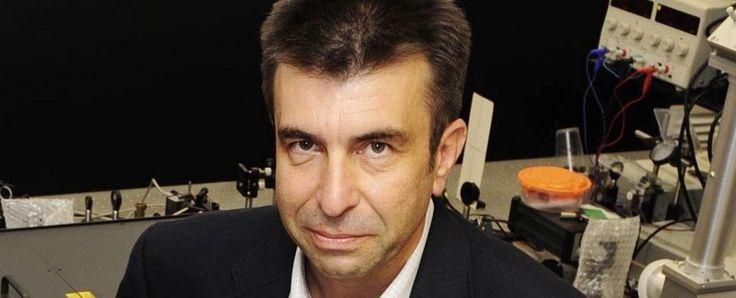El profesor Pablo Artal dona 20.000 euros para becas a estudiantes excelentes de Bachillerato http://www.um.es/actualidad/gabinete-prensa.php?accion=vernota&idnota=54271