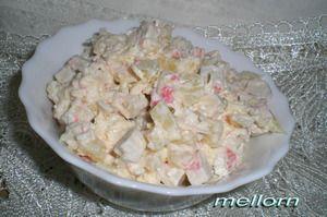 Салат из крабовых палочек с сыром и ананасами