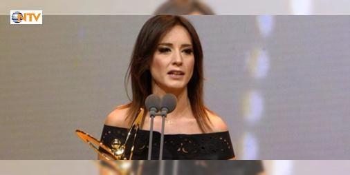 Ödülü aldı polis ve askerlere selam yolladı : Star TV Ana Haber Bültenini sunan Nazlı Çelik en iyi haber sunucusu ödülünü aldığı gecede yaptığı konuşmayla geceye damga vuran isimler arasında yer aldı.  http://www.haberdex.com/turkiye/Odulu-aldi-polis-ve-askerlere-selam-yolladi/81506?kaynak=feeds #Türkiye   #aldı #yaptığı #gecede #ödülünü #konuşmayla
