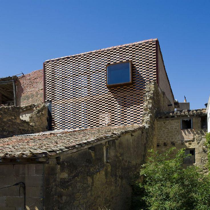 Brick lattice...Country House at El Cobijo-San Vicente De La Sonsierra / Blur Arquitectura