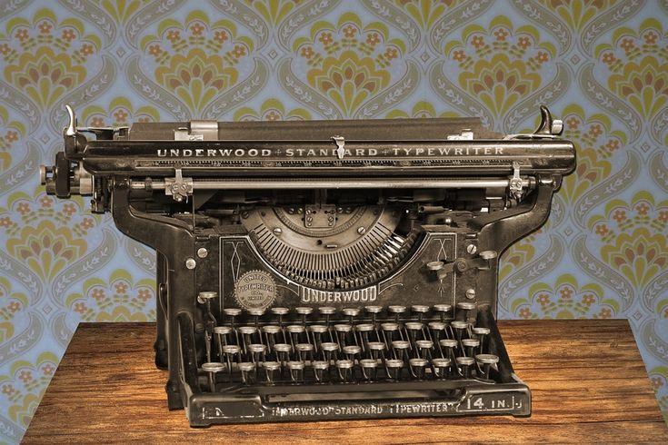 Die Schreibmaschine. Die Schreibmaschinen.  Eine sehr alte mechanische Schreibmaschine.