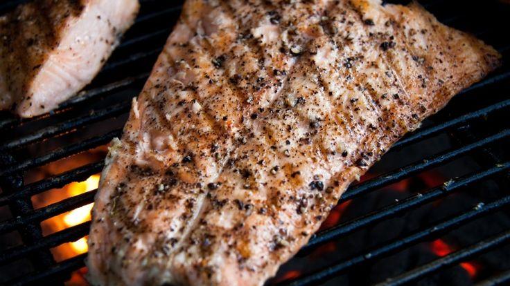 Salmone alla griglia, ricetta bbq, pesce alla griglia, pesce alla brace