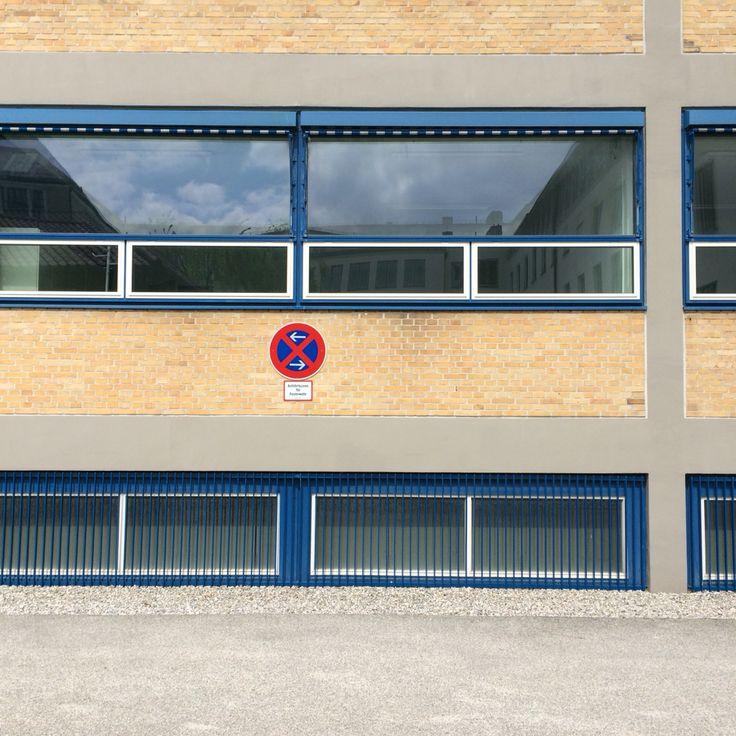 FRANZ HART :: INSTITUT FÜR TECHNISCHE PHYSIK : München | (1960) Streng funktionaler dreigeschossiger Stahlbetonskelettbau. Das Gebäude wirkt als Solitär, nimmt keinen Bezug zu seiner Umgebung auf.