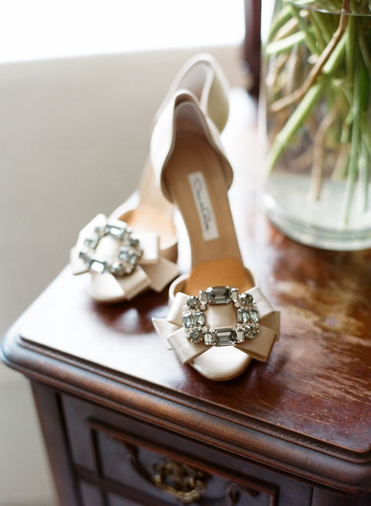 Photography: Liz Banfield - www.lizbanfield.com Shoes: Oscar De La Renta - www.oscardelarenta.com Wedding Dress: Vera Wang - verawang.com