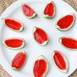 Watermelon jello, and vodka in a lime peel, perfect for summer parties.: Limes Peel, Fun Recipes, Watermelon Lim, Summer Parties, Jelloshot, Summer Party, Watermelon Jello Shots, Jello Shooters, Limes Jello Shots
