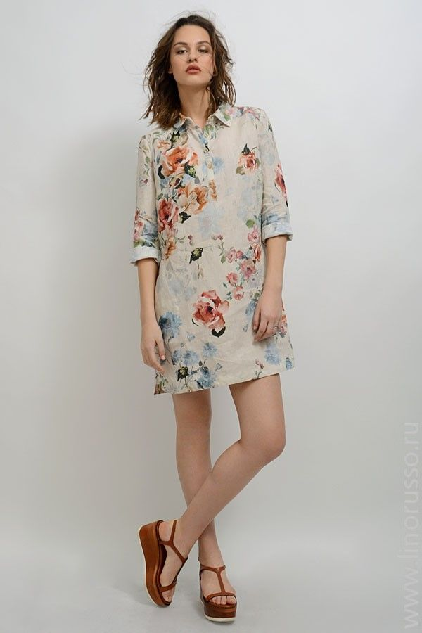 """Предлагаем вашему вниманию, платье-рубашку """"Лауретта"""" из итальянского натурального льна, красивый цветочный принт в сложных пастельных тонах.  Прямой силуэт, классический рубашечный воротник, планка-поло на полочке застегивается на роговые пуговицы. Рукав 3/4 заканчивается обтачкой, фигурные разрезы по бокам.  Минимум деталей подчеркивает непринужденный стиль модели.  Отлично подходит для повседневной жизни."""