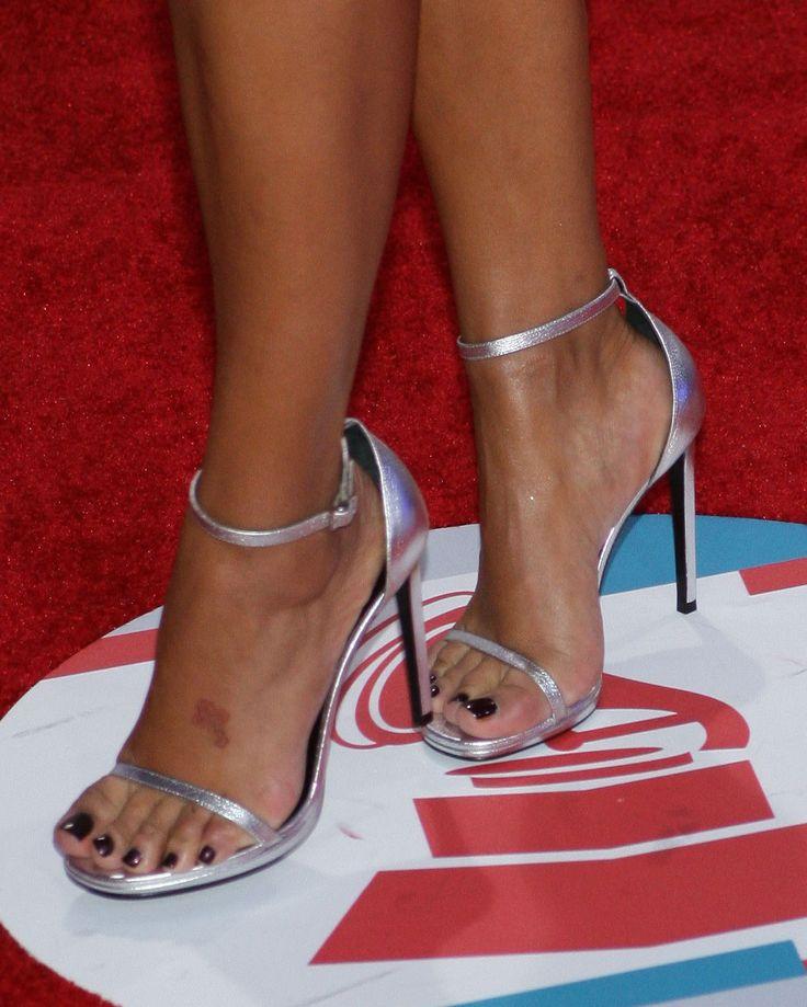 Laura Govan's Feet << wikiFeet