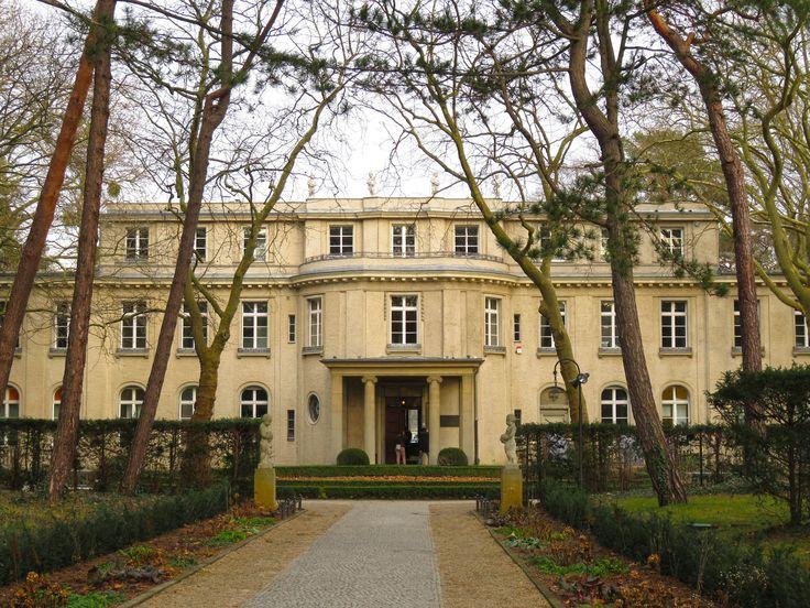 Na Conferência de Wannsee, às portas de Berlim, foi decidida a solução final para os judeus, na II Guerra Mundial. Uma visita obrigatória que muito nos ensina sobre a natureza humana.