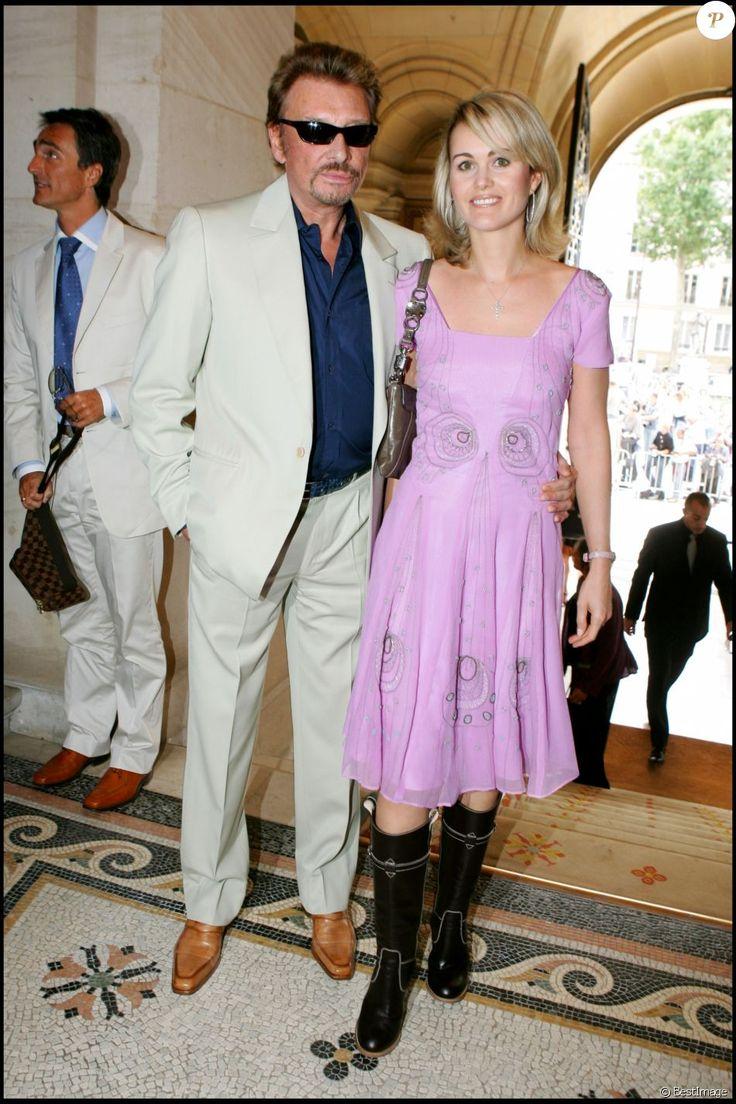 Johnny et Laeticia Hallyday - Mariage de Mimi Mathy et Benoist Gerard à la mairie de Neuilly, le 27 août 2005.