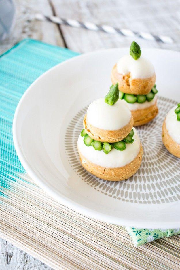Religieuses d'asperges vertes au fromage frais, glaçage à l'asperge blanche