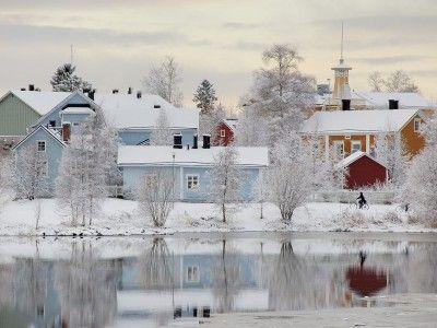 L'ENDROIT LE PLUS SÛR DU MONDE La Finlande est l'un des quelques pays du monde où les portefeuilles et téléphones portables perdus ont le plus de chances de revenir à leur propriétaire*. Les habitants et visiteurs s'y sentent par ailleurs en sécurité dans les squares, vastes parcs urbains et transports en commun à toute heure du jour ou de la nuit. *11 portefeuilles sur 12 ayant délibérément été abandonnés sur la voie publique à Helsinki et dans sa banlieue ont été retournés à leur…