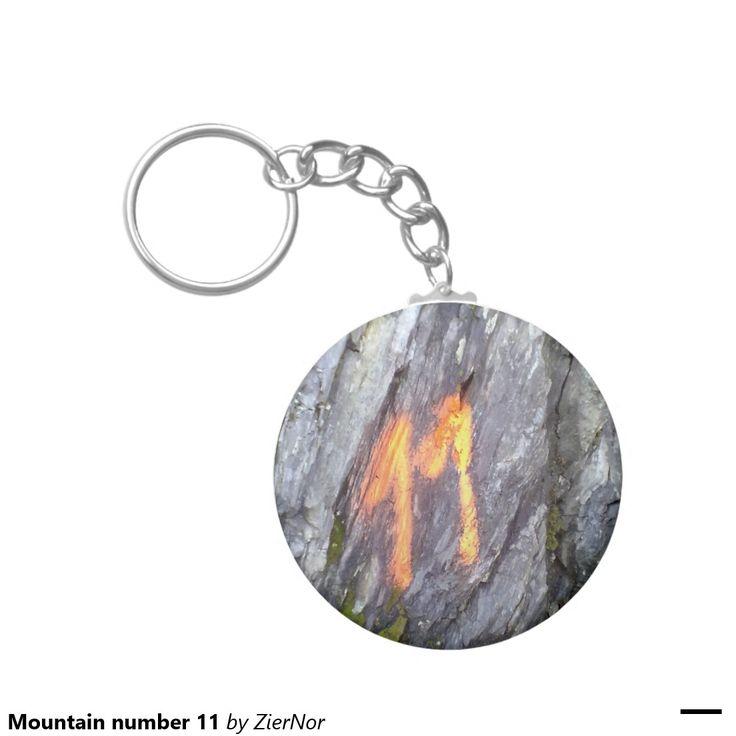Mountain number 11 basic round button keychain