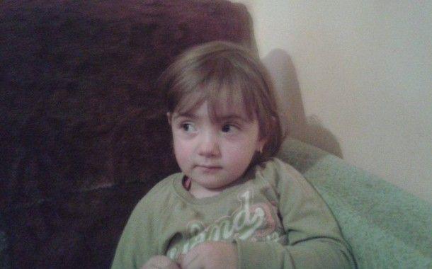 Elena Antoneac nu a împlinit încă 3 anișori, însă viața a pus-o la mari încercări încă de la prima respirație. Bucuria pe care au trăit-o părinții la nașterea micuței a fost repede umbrită de o veste cumplită pe care au primit-o de la medici, care au diagnosticat-o pe Elena cu stenoză valvulară pulmonară şi o mulţime de alte complicaţii.