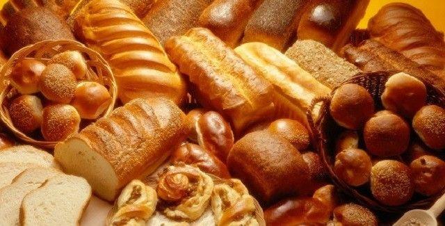 Bagning i grillen med boller, brød og kager i grillen