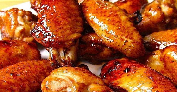 Ma egy ínycsiklandó étel receptjét mutatjuk be nektek, az úgynevezett Buffaló csirkeszárnyak elkészítését. Ez az étel isteni finom, aromás, belül puha, kívül ropogós, az elnevezését pedig Buffalo városáról kapta. Július 22-én ünneplik Buffaló-ban a csirkeszárnyak napját. Amerikában is tartanak Buffaló-i csirkeszárny evő versenyt. Az így elkészített csirkeszárny nagyon közkedvelt étel[...]