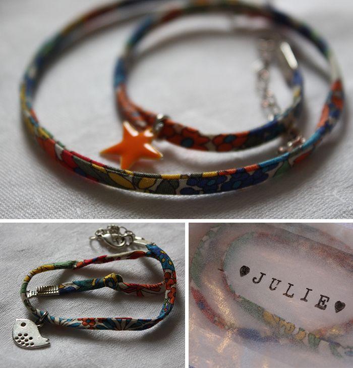 Bracelets en lien liberty ornés d'un petit médaillon pour toutes les invitées du mariage. Choupi...