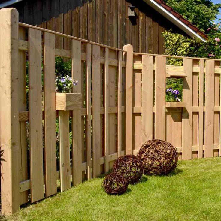 Dieser Holzzaun kann ganz nach eigenem Geschmack gestaltet werden. Die vielen Zubehörelemente machen es möglich.