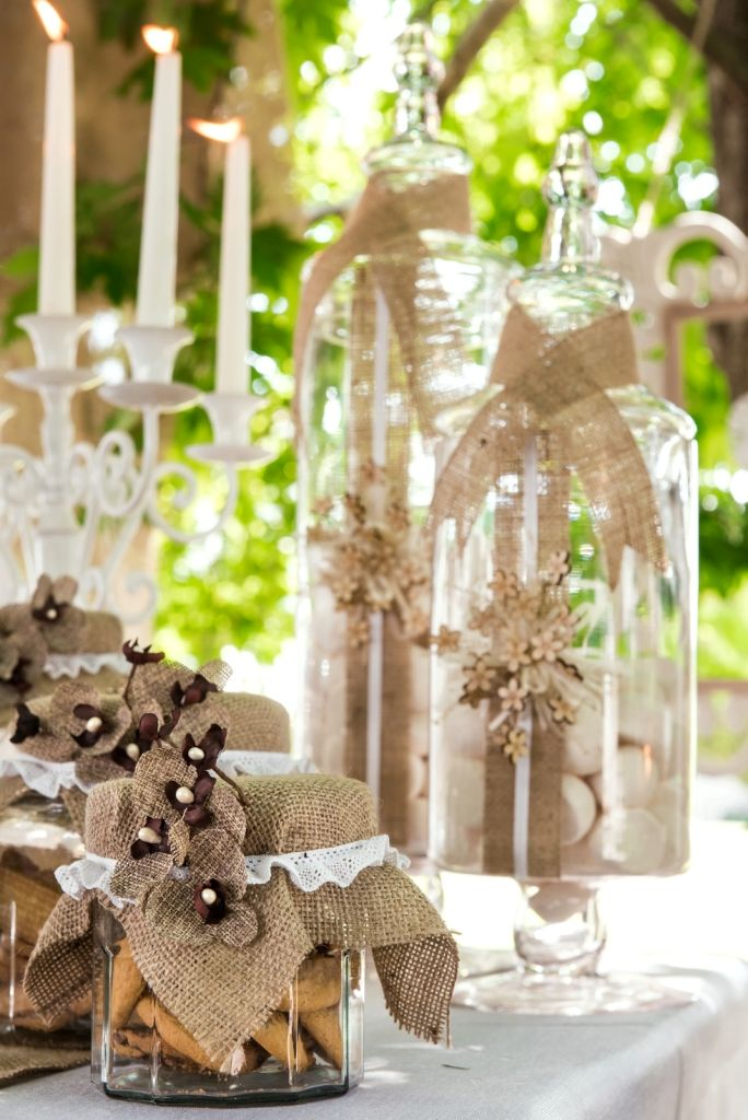 The combination of old #vintage with #ClassicWhite ... #DreamyWedding #marriage #romantic #decoration