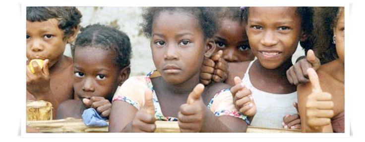 """Il progetto.   La Torrefazione Caffè Carbonelli ha infatti avviato con """"aiutare i bambini"""" 21 adozioni a distanza di gruppo a Marialabaja in Colombia, dove da anni la Fondazione interviene per offrire istruzione e cure di base ai bambini di questo barrio poverissimo."""