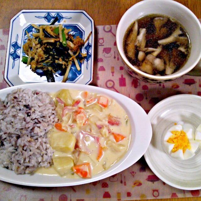 わかめを空炒りしてゴマアブラたらり 残り物のねぎと大根おろし、大根の皮も一緒に投入~ 金、土と外食続きで、日曜は来客とバタバタしましたが作れて良かった~ - 10件のもぐもぐ - 3月22日 シチュー ゆでたまご 大根とわかめのごまあえ きのこスープ by sakuraimoko