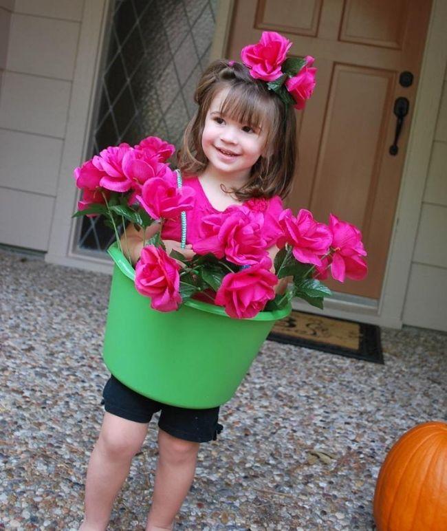 Ein entzückendes und einfaches Faschingskostüm für Kinder: der Blumentopf!