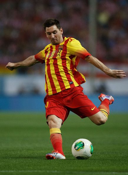Lionel Messi of FC Barcelona shoots to the goal during the Spanish Super Cup first leg match between Club Atletico de Madrid and FC Barcelona at Vicente Calderon Stadium on August 21, 2013 in Madrid, Spain.