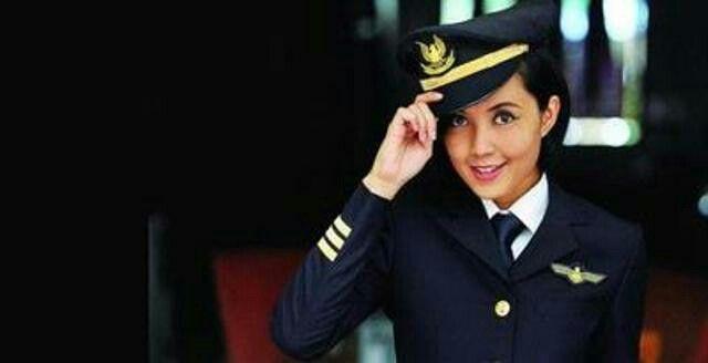 Garuda Indonesia Female Pilot Sarah Widyanti Wanita Indonesia Kecantikan