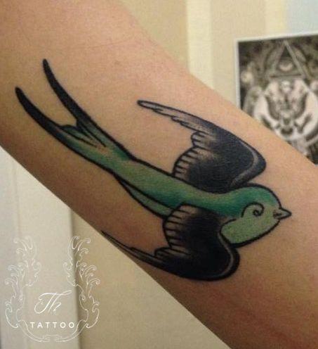 bird Tattoo_girl_color_tattoo_tatuaje-fete_bucuresti_salontatuaje_brat