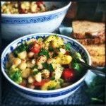 Gezonde salade van cannellini bonen, avocado & zoete tomaatjes