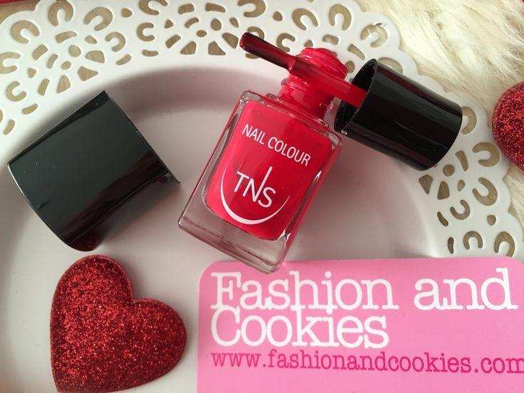 TNS Cosmetics Rosso Dania smalto e Daniela Farnese Natale da Chanel