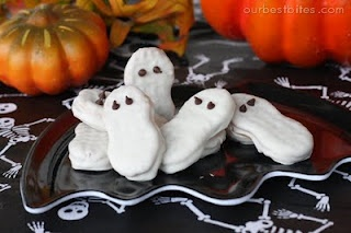White chocolate covered Nutter Butter ghosts...Ohmygosh these are so cute for a Halloween party or Halloween goodie bags!