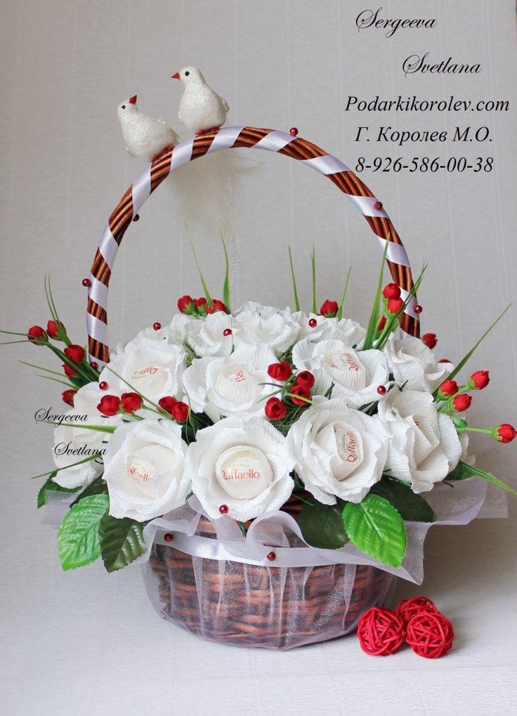 Цветы в корзине в подарок на свадьбу очень красиво