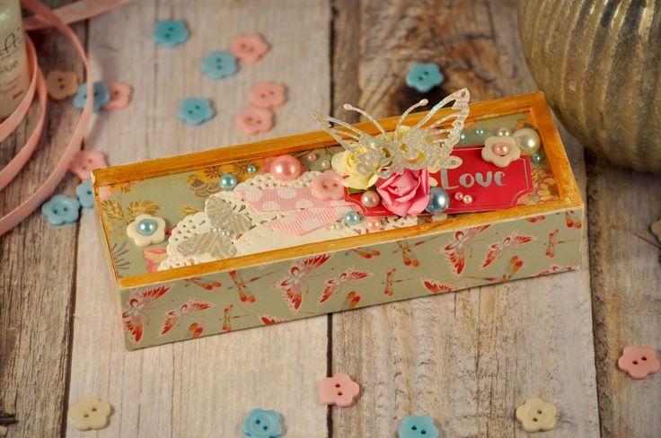 This is the blog for you if you're after scrapbook sketches, mini books, altered boxes, crafty projects, Project Life layouts and bargain spotting.