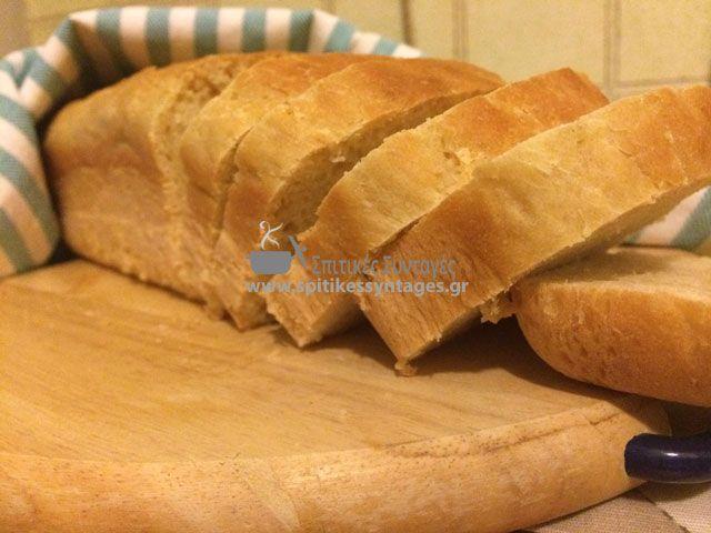 """Φτιάξτε μόνοι σας σπιτικό ψωμί για το τοστ σας. Ακολουθήστε την συνταγή και απολαύστε το πιο """"σπιτικό τοστ"""" που έχετε φτιάξει ποτέ."""