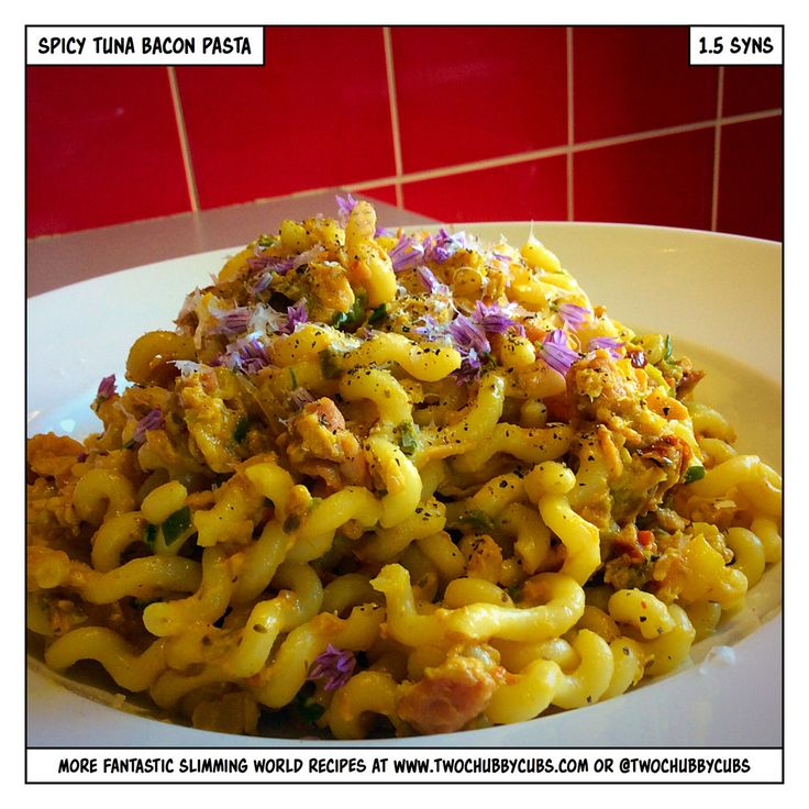 This spicy tuna and bacon pasta weighs in at only 1.5 syns for a massive serving - perfect for taking in a lunchbox! Remember, at www.twochubbycubs.com we post a new Slimming World recipe nearly every day. Our aim is good food, low in syns and served with enough laughs to make this dieting business worthwhile. Please share our recipes far and wide! We've also got a facebook group at www.facebook.com/twochubbycubs - enjoy!