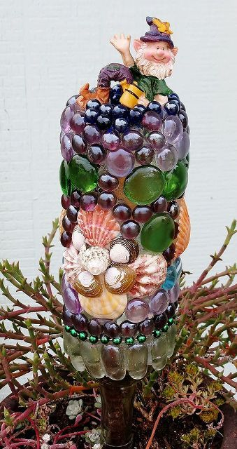Garden art decorated wine bottles and arts crafts on for How to use wine bottles in the garden