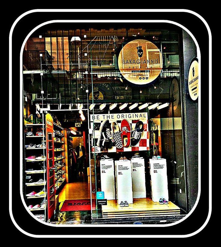 * BE THE ORIGINAL * Η βιτρίνα μας φιλοξενεί την Αμερικάνικη εταιρεία Vans, που ιδρύθηκε το 1966, όπου στο χώρο της μόδας, του κλασσικού στυλ και του skate κόσμου ήταν, είναι και θα είναι κολοσσός. Του τέσσερις κλασσικούς της οδηγούς μας παρουσιάζει και μας προτείνει για αυτήν τη σεζόν. Σας περιμένουμε στο κατάστημά μας λοιπόν να δείτε όλα τα σχέδια και τα χρώματα και να δοκιμάσετε ότι σας αρέσει.