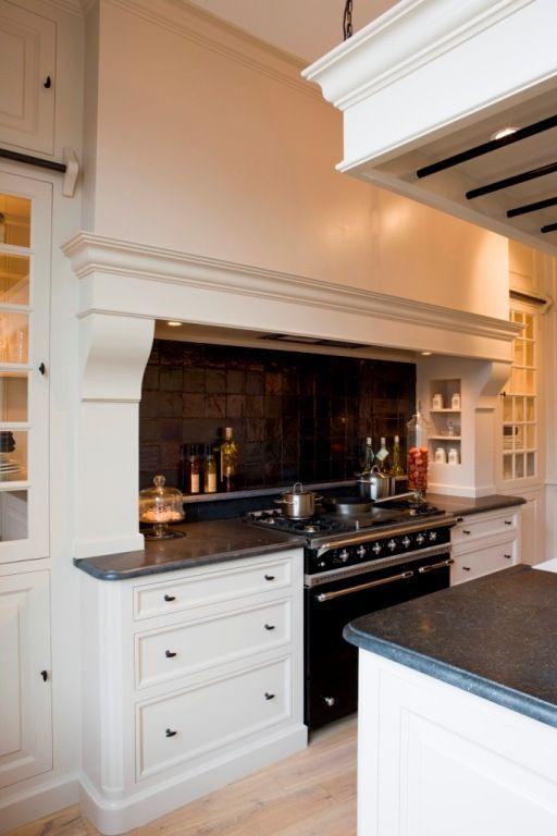 klassieke keuken met mooie schouw