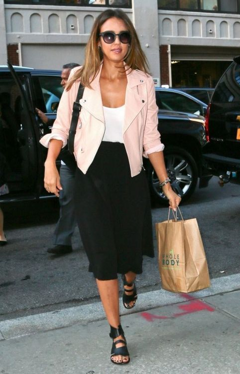 Jessica Alba street style with beige suede leather jacket and mid-length skirt. #jessicaalba