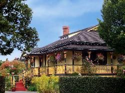 Albion Manor Bed and Breakfast - A 5 min walk to the sessions! 224 Superior Street, Victoria, British Columbia V8V 1T3, Canada.