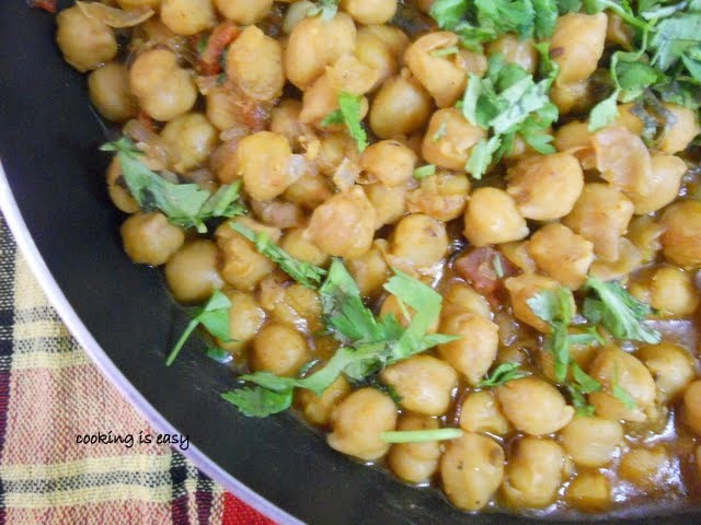 Restaurant Style Channa Masala/Chickpea Curry....Step by Step Method.