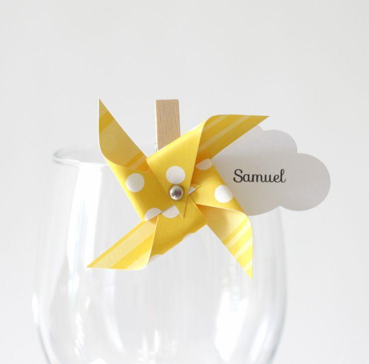 10 marque-places moulin à vent et nuage sur petite pince à linge, coloris jaune : Cuisine et service de table par latelierdesconfettis