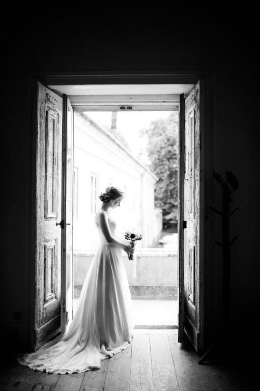 Simply beautiful our bride of August at The Quinta - www.myvintageweddingportuga.com | #weddinginportugal #vintageweddinginportugal #vintagewedding #portugalwedding #myvintageweddinginportugal #rusticwedding #rusticweddinginportugal #thequinta #weddinginsintra #summerweddinginportugal
