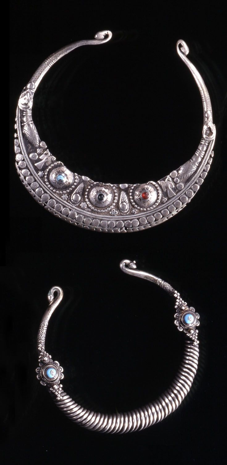 Afghanistan | Two torque necklaces; silver with stone / glass cabochons | © Musée du quai Branly