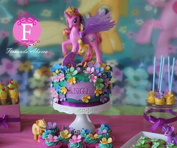 Ideias para uma festa Meu Pequeno Pônei. Inspire-se nesse bolo!    (My Little Pony Party - cake)