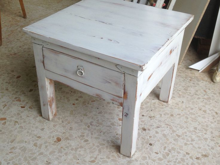 Mesa de pino macizo con pintura Chalky