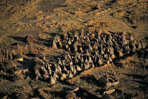 Huttes d'un village près de Goz Beïda au Tchad