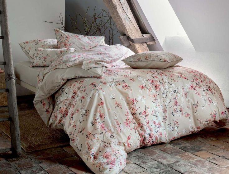 Linge de lit Linvosges Pommier du Japon: Embarquez pour Pommier du Japon, avec son imprimé floral en satin et son passepoil noir plein de modernité…